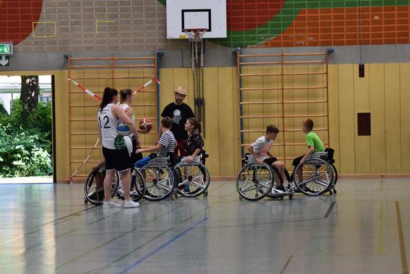 Der Workshop Rollstuhl-Basketball kommt super an!
