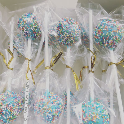 Schokoladen Cakepops mit Babyblauem Streusel Überzug