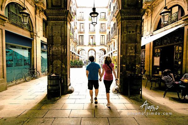 De paseo por la Plaza Real. Barcelona