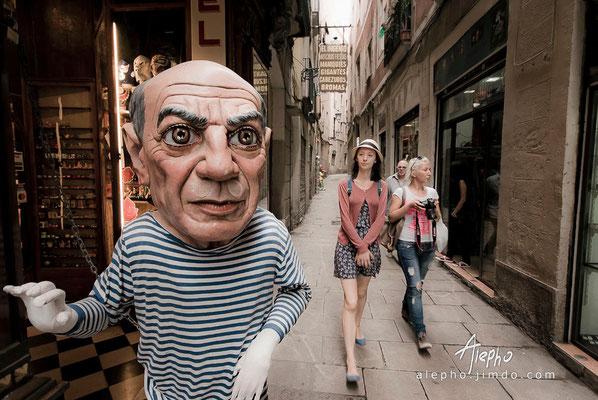 "hi, tourists! Cabezudo de la tienda costumbrista ""El Ingenio"" Serie BCN Moments"