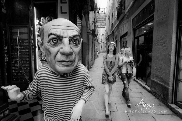 """hi, tourists! Cabezudo de la tienda costumbrista """"El Ingenio"""" Versión b/n"""