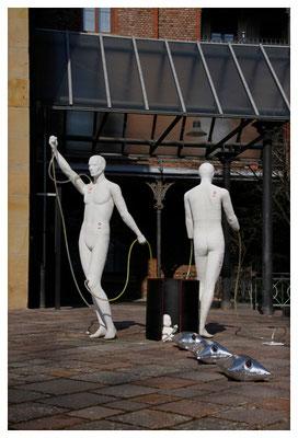 mitglieder der kunstbevölkerung vor der diakoniekirche in bad kreuznach, foto: peter köcher