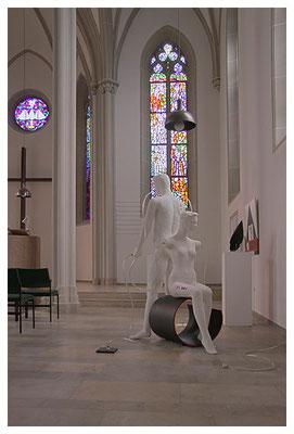 mitglieder der kunstbevölkerung in der protestantischen stadtkirche in homburg, foto: peter köcher