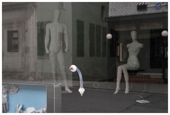 mitglieder der kunstbevölkerung im temporären schauraum, bexbach