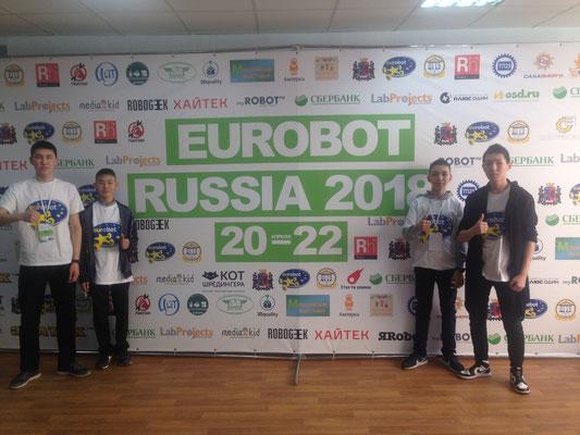 Команда «ХСФЛ-team» в финале национального этапа Международных робототехнических соревнований «EUROBOT»: Бережнев Айсен, Куличкин Кеша, Яковлев Ариан, Григорьев Ион.