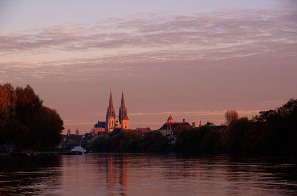 Blick auf die Steinerne Brück mit dem Dom im Hintergrund, Foto: www.pixabay.com