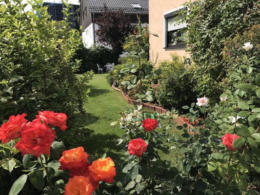 Die Ferienwohnung Schäffer ist von einem großen Garten umgeben