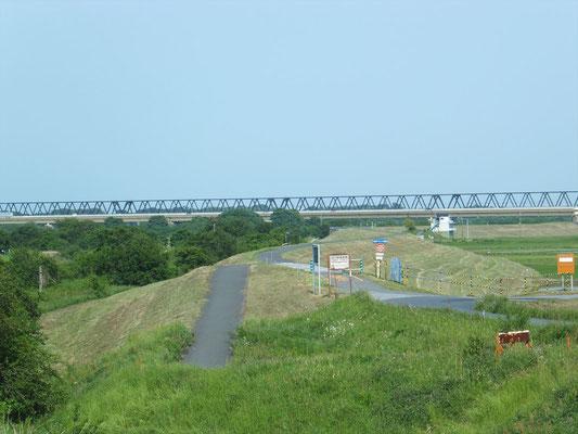 利根川との合流点付近(常磐自動車道路の利根川橋)