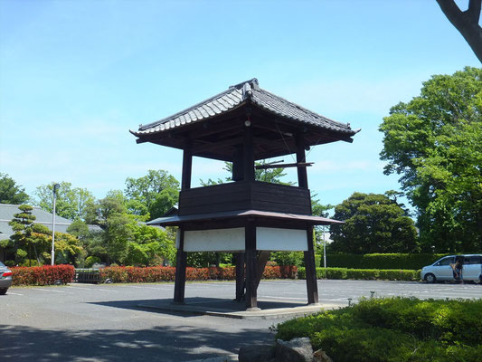 蓮光寺の鐘つき堂