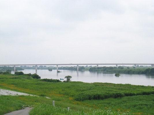 茨城県境町の堤防からみた圏央道の橋