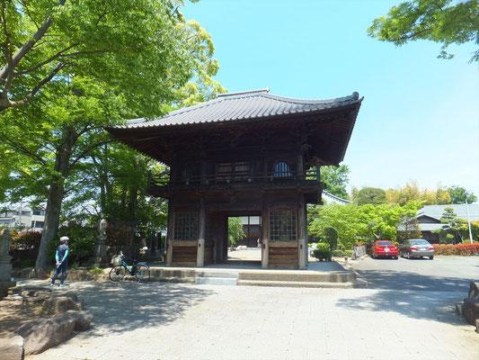蓮光寺の山門