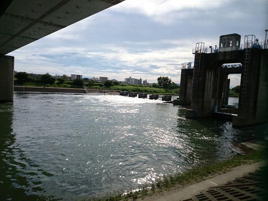 丸子橋付近にある水門です。
