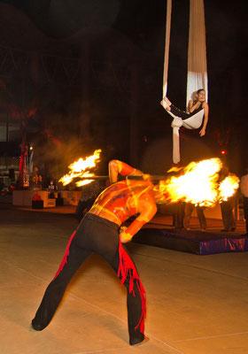 show de fuego y telas www.zevievents.com