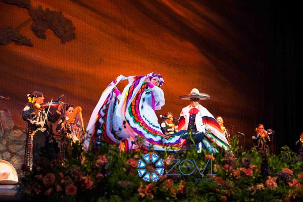 ballet folklórico en vallarta www.zevievents.com