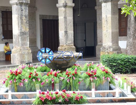 Diseño floral en Fuente en Hospicio Cabañas www.zevievents.com