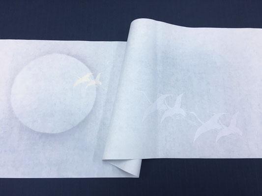 月と鶴紋様 水グレー ヨコ