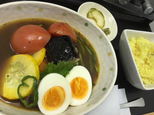 【本日のカレー】ミネラルを十分に含んだ夏野菜がたっぷり入りました!!