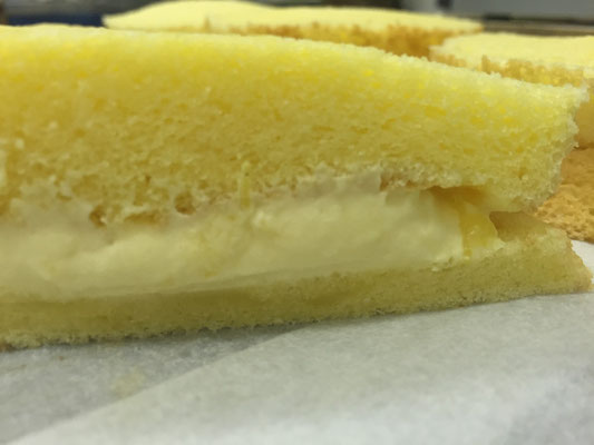 【サンドケーキ②】スポンジの肌理細やかさ!!下の層が上の重みでつぶれそう?!