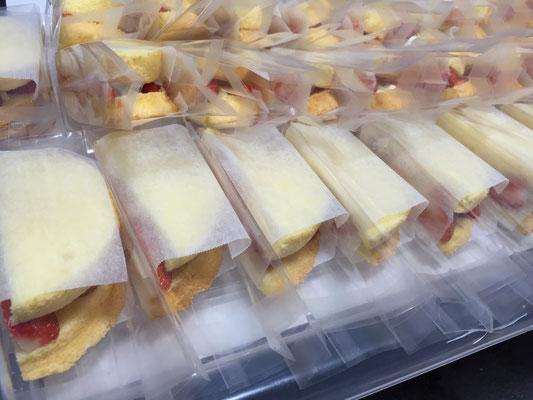 摘み立てイチゴでサンドケーキ!!