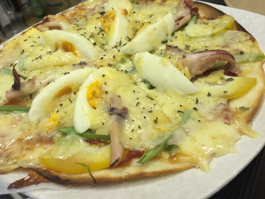 【本日のピザ】夏野菜に加え今日は特別に剣先イカが入りました!!