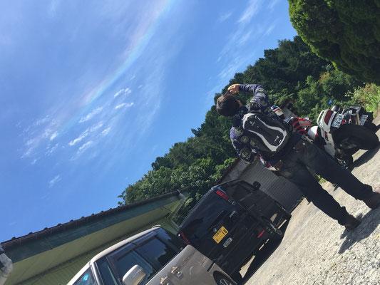さ~出発!!と空お仰ぐと虹が!!