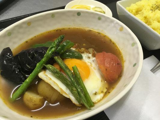 夏野菜がたっぷり入ったスープカレーランチ