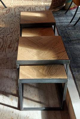 Visgraat salontafel set bestaande uit 3 losse tafels € 975,-