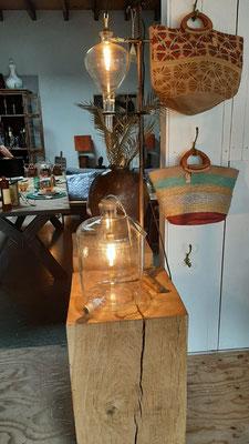 € 119,- Lamp (originele 15 ltr. decanteerfles) en lamp (chemiekolf) met vintage jaren '50 statief € 175,-
