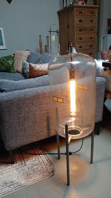 € 265,- Lamp gemaakt van een origineel kijk-/vulglas (melkmachine)