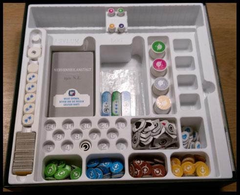 Spielschachtel von innen mit Speichermechanismus