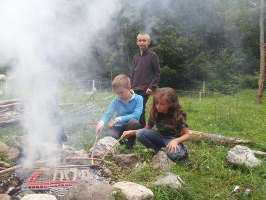Feu de camps avec les enfants du club