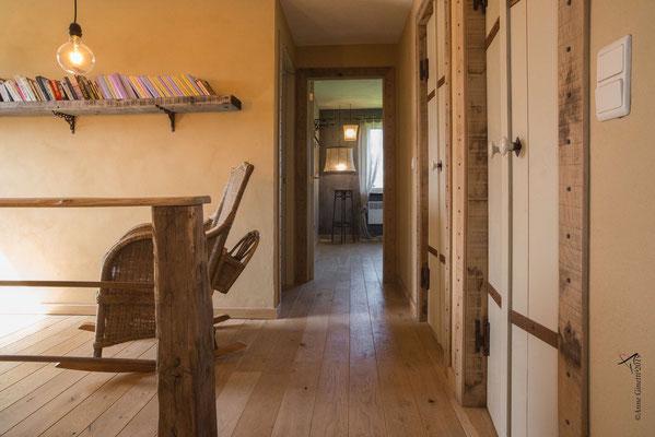 La Maison du Vivier, gîte 6 personnes à Durbuy - Hall de nuit avec accès vers les 3 chambres, les 2 salles de bain et le wc privatif