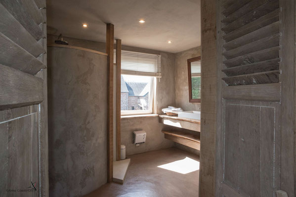 La Maison du Vivier, gîte 6 personnes à Durbuy - Salle de bain 1 avec douche à l'italienne et grand évier
