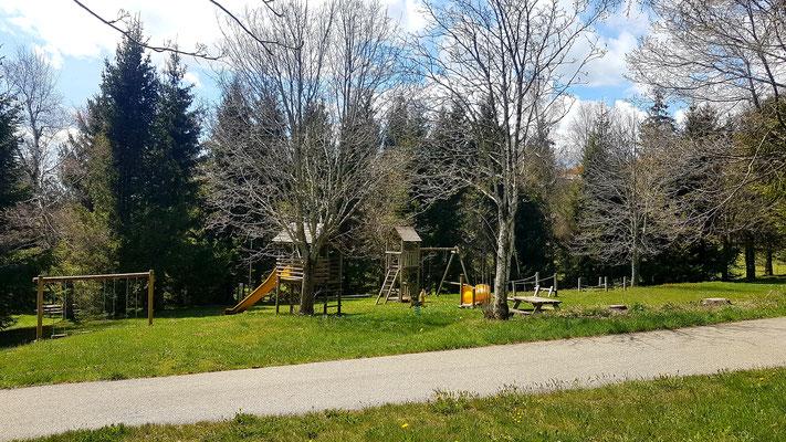 Photos du camping et des gîtes communaux de Sainte-Eulalie en Ardèche - Passez vos vacances sur le Plateau Ardéchois !