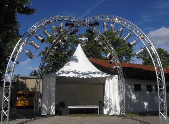 Zeltvermietung Marwitz Pagodenzelt als DJ Pult Bühne mit Beleuchtung und großer Tanzfläche Pagodenzelte 5x5m Festzelt Zeltverleih Oberhavel Partyzelt mieten Zeltpagode 3x3m Pavillon