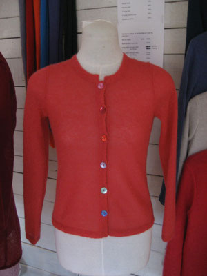 single thread cardigan with colored buttons