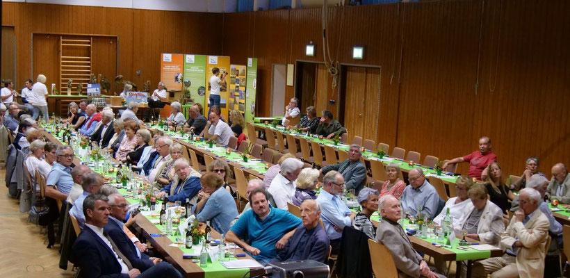 der Saal füllt sich (Foto:NABU-Oberbiel)