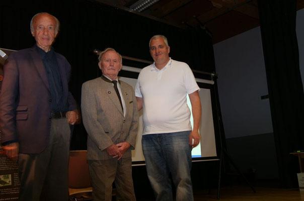 Gerhard erhielt die Ehrennadel in Gold (Foto: NABU-Oberbiel)