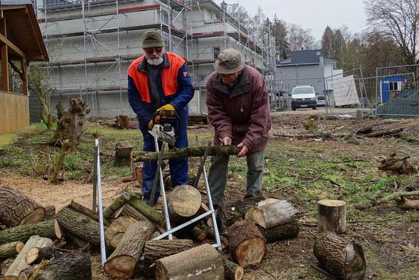 Das Rentnerteam schafft Ordnung (Foto:NABU-Oberbiel)