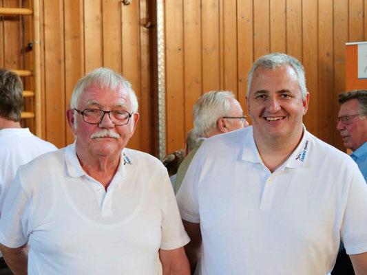 Helmut li. mit unserem 1. Vorsitzenden Marcus Wohlgemuth re.  (Foto: NABU-Oberbiel)