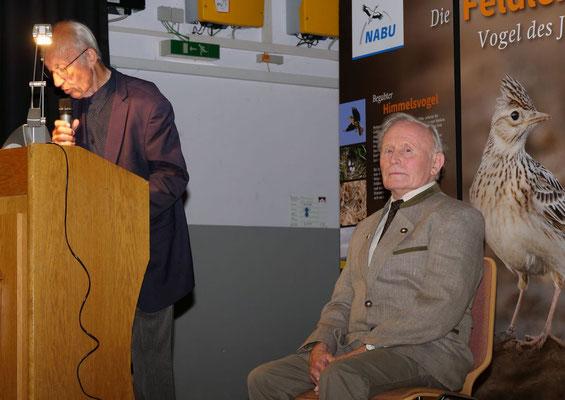Walter Veit hält die Laudatio für Gerhard Neitzsch (Foto: NABU-Oberbiel)