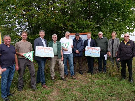 Gruppenfoto nach Übergabe der Blühfläche (Foto: M.Kallabinsky)
