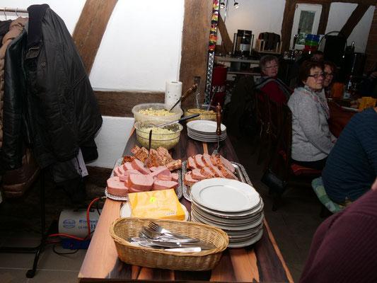 Das Essen ist gerichtet (Foto: NABU-Oberbiel)