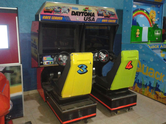 Carro doble Daytona USA Pantalla LCD $ 7.000.000