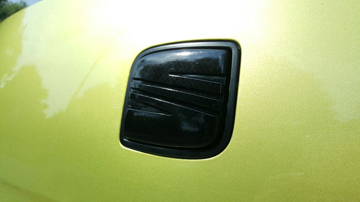 Seat emblem in Carbon anthrazit