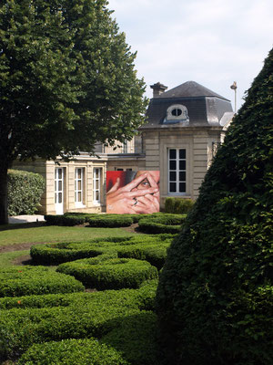 Fingers Crossed - JEAN ROOBLE - Spraypaint on wall (2,60 x 3 m) - for Institut Culturel Bernard Magrez - Bordeaux, 2018