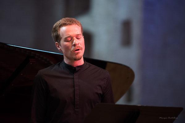 Modern Bach avec Ayonis à St Pierre des Cuisines