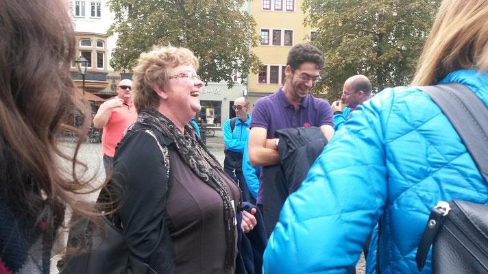 ...Empfang am Marktbrunnen und Begrüßung durch Tammy Westerhausen...