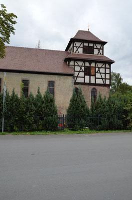 ...vorbei an der alten Oelknitzer Kirche...