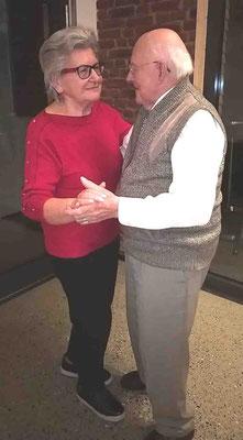 Marlene und Hans schwingen das Tanzbein